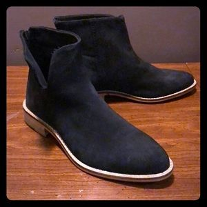 Chic Century Flat Boot